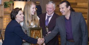 ΣΚΑΚΙ: Βραβεύτηκε από την Σκακιστική Ομοσπονδία η Τσολακίδου και ήταν παρούσα στο δείπνο προς τιμήν του Καρπόβ και των άλλων επισήμων